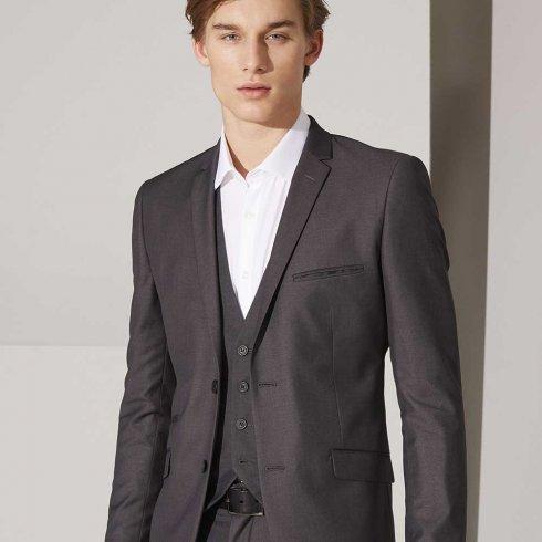 0a537d44 Køb dit første jakkesæt Det kan være svært at vælge rigtigt, når du skal  købe dit første jakkesæt. At få valgt den rigtige størrelse og korrekte  pasform kan ...