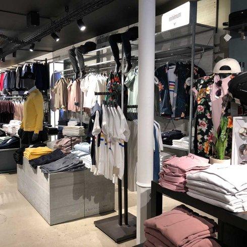 9c178bb3cc6b Succesfuld shopping Elsker du at shoppe nyt tøj  Og at være sammen med  vennerne i byen og tjekke alle de fede nye styles. En hel dag med shopping  kan være ...